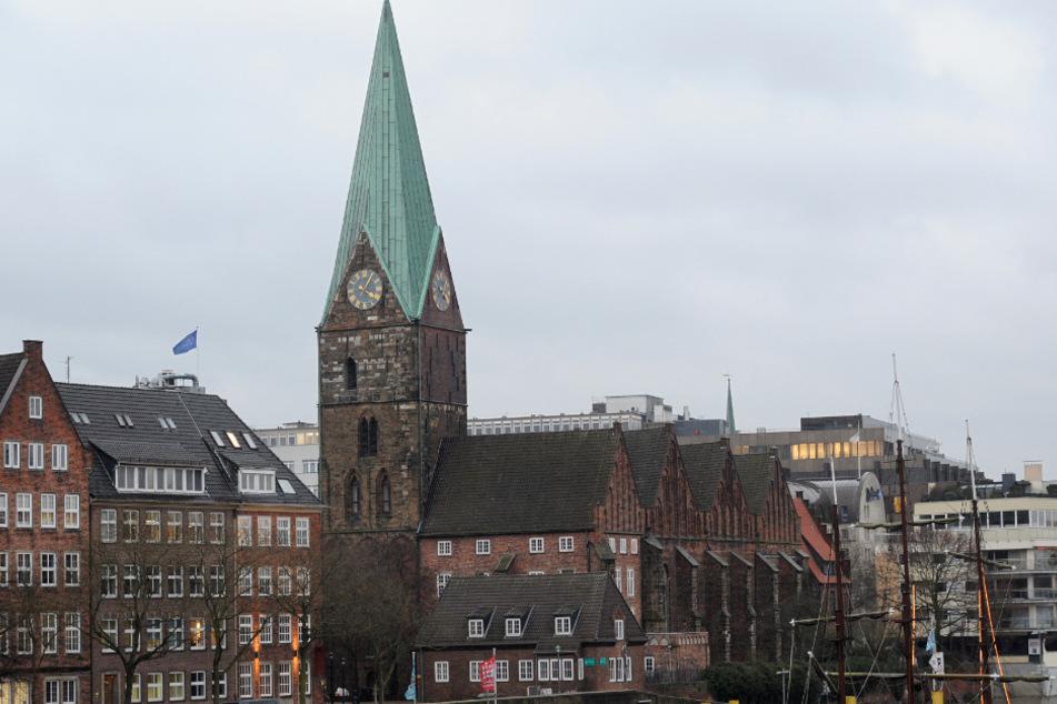 Die St.-Martini-Kirche liegt direkt an der Weser in Bremen. (Archivbild)