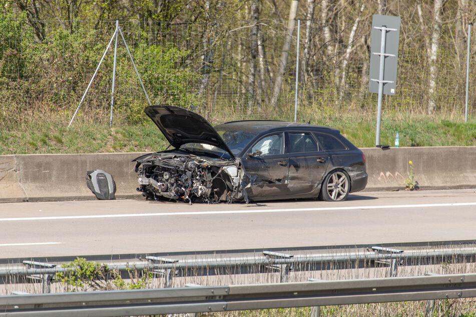 Der Audi wurde im Frontbereich völlig demoliert.