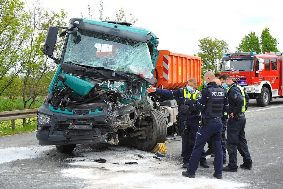 Unfall A61: Lkw-Fahrer kracht in Stauende: Hubschrauber bringt ihn schwerverletzt ins Krankenhaus