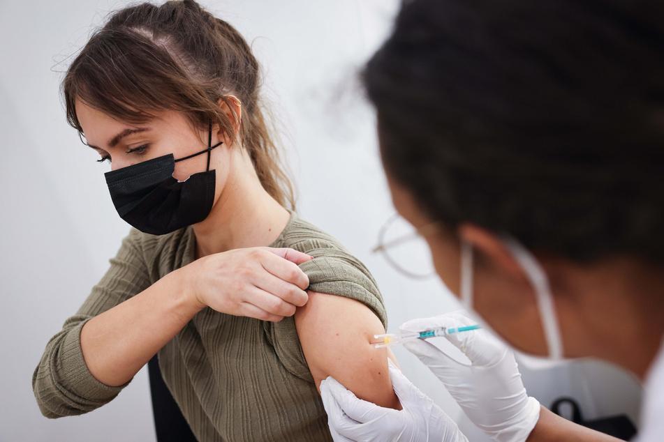 Wer will sich in Deutschland noch impfen lassen? Diese Frage ist derzeit von großem Interesse. (Symbolbild)