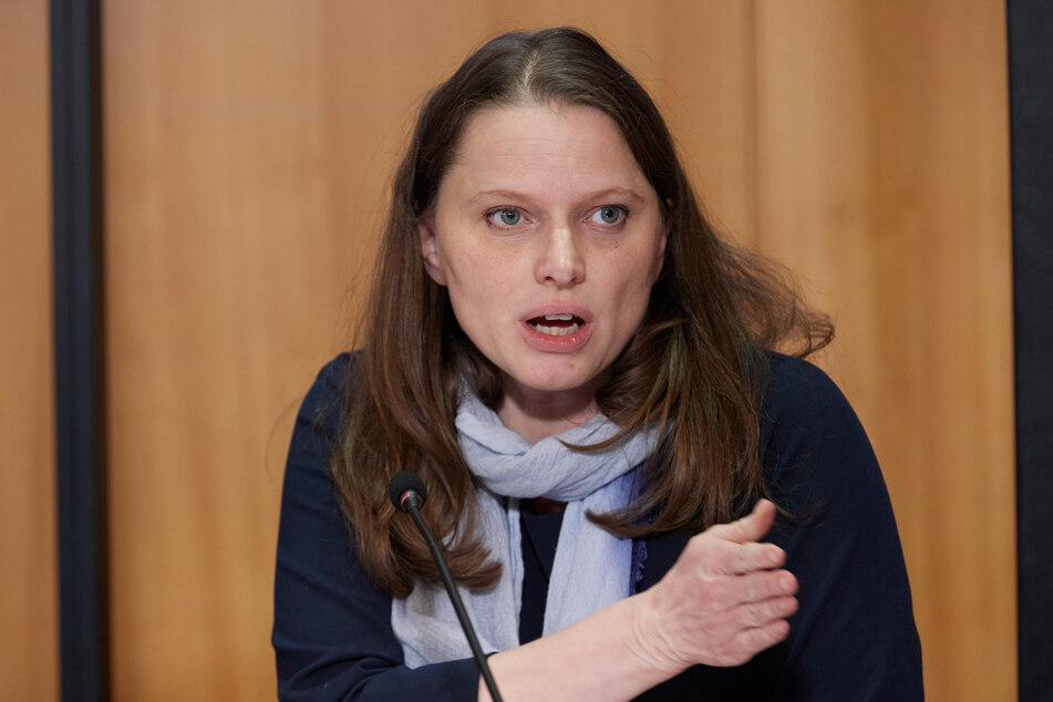 Hamburgs Gesundheitssenatorin Melanie Leonhard (43, SPD) empfiehlt der Bevölkerung, auf Kontakte zu verzichten.