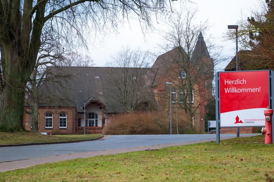Der Zufahrtsbereich der psychiatrischen Klinik in Lüneburg.
