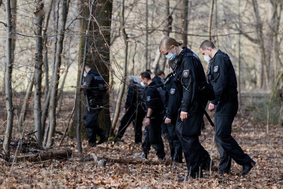 Die Polizei hatte intensiv nach Spuren der angeblichen Vergewaltigung am Decksteiner Weiher in Köln gesucht.
