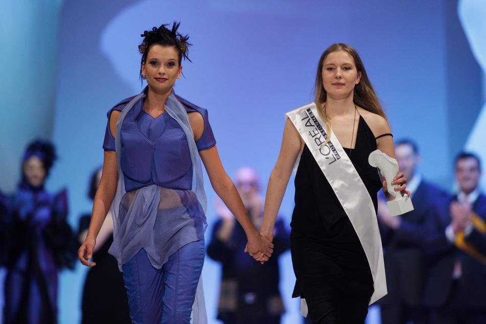 Catwork 2008: Auf der Bühne Mode - hinter den Kulissen straffe Friseurarbeit.