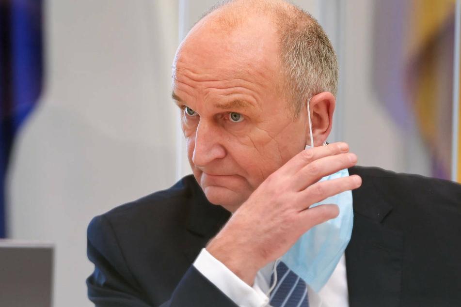 Ministerpräsident Dietmar Woidke (59, SPD) hat am Samstag eine Verschärfung der Corona-Regeln in Brandenburg verkündet.