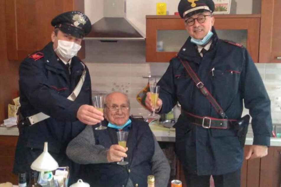 The carabinieri raised a glass with the old man in his kitchen.