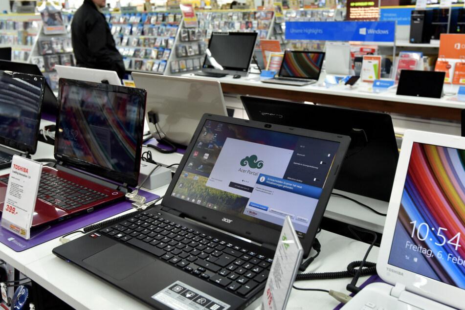 Man erhält Rechnungen über Laptops und Fernseher, die er nie gekauft hat