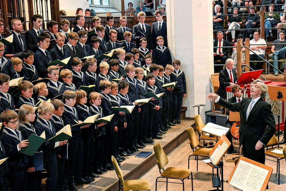 Der Thomanerchor. Hier unter der Leitung des noch amtierenden Kantors Gotthold Schwarz (68, r.).