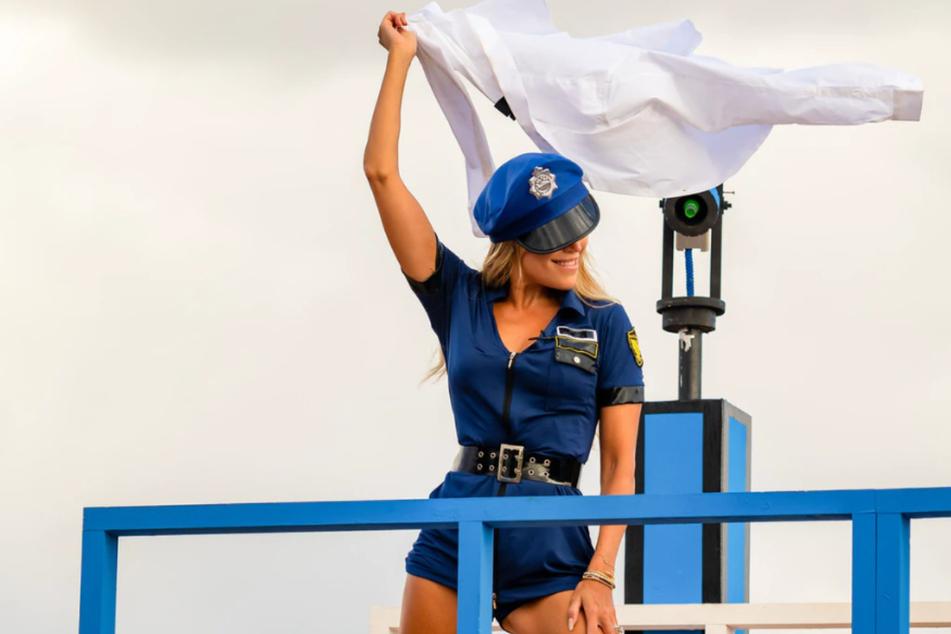 """""""Love Island"""": Sylvie Meis strippt als sexy Polizistin!"""