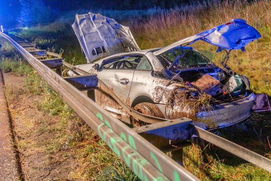 Die Mercedes-Fahrerin wurde bei dem Unfall schwer verletzt und musste in ein Krankenhaus gebracht werden.