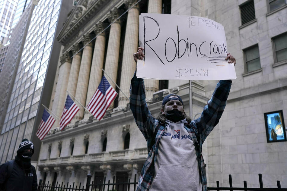"""Robinhood was hit with a class-action lawsuit in New York for allegedly """"manipulating the open-market."""""""