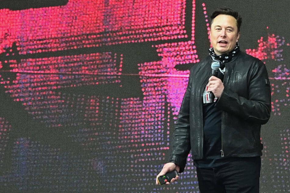 Elon Musk will Produktionsstart im Dezember: Tesla-Genehmigung weiterhin offen
