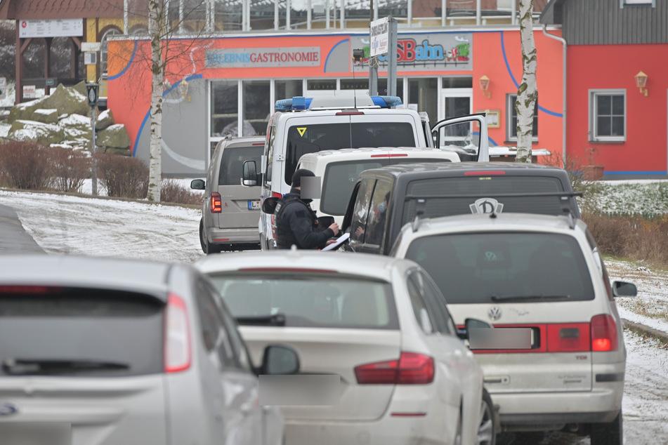 Großkontrollen am gesamten Wochenende: Polizei riegelt Seiffen ab