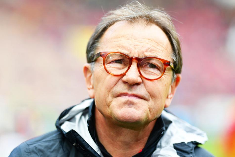 St. Pauils Ewald Lienen kritisiert die hohen Gehälter und großen Unterschiede zwischen einzelnen Vereinen.