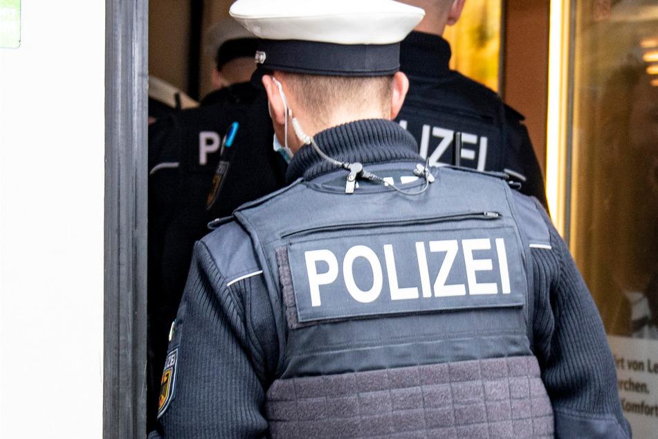 Die Polizei kontrollierte den Mann, fand aber keine strafrechtlich relevanten Gegenstände. (Symbolbild)