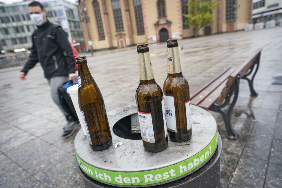Alkohol in der Öffentlichkeit? Hat hat sich in Bayern vorerst komplett erledigt. (Symbolbild)