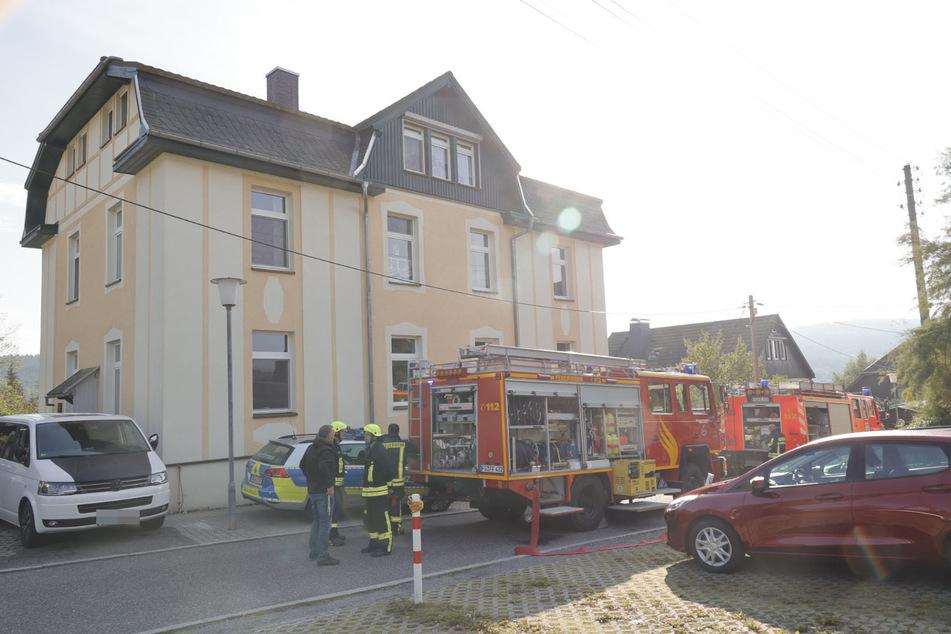 Feuerwehreinsatz in Augustusburg: Ein Akku war am Freitagmorgen in einem Mehrfamilienhaus in Brand geraten.