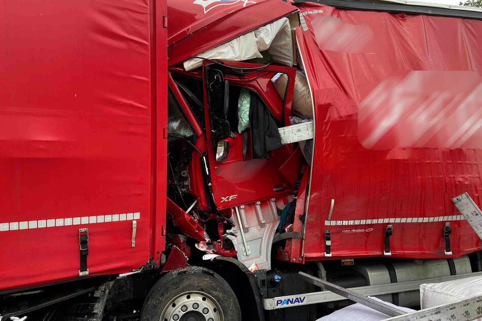 Zwei Personen wurden durch den Crash verletzt.