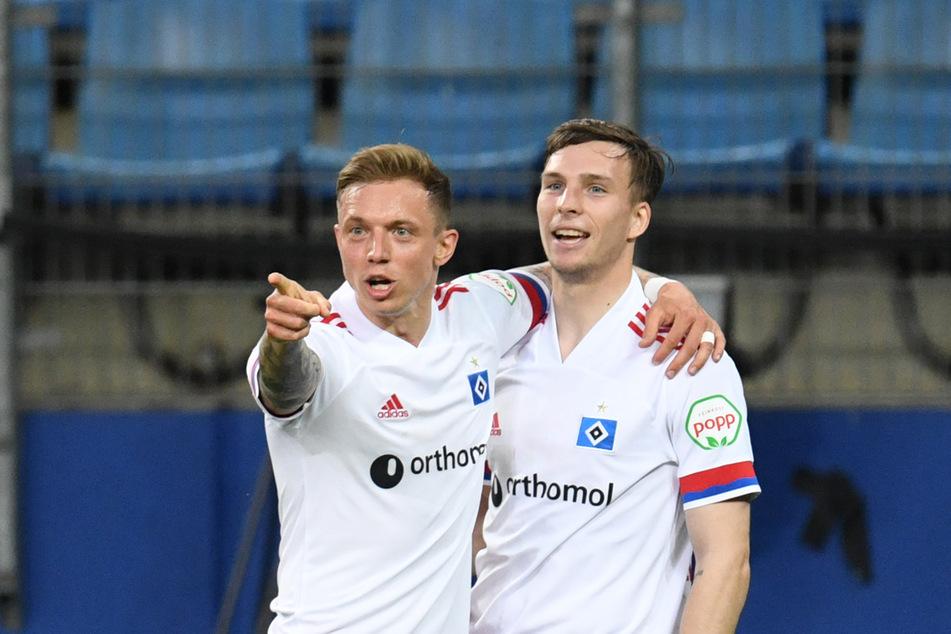 Sind sie dabei? Hinter Sonny Kittel (28, l.) und Robin Meißner (21) steht für den Liga-Auftakt des HSV gegen den FC Schalke 04 noch ein Fragezeichen. (Archivfoto)