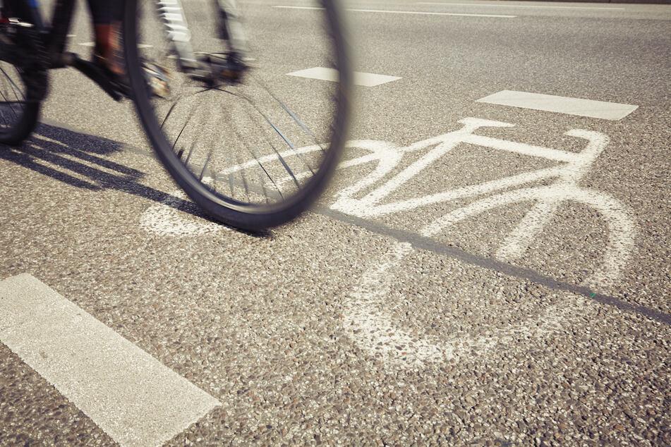 Radfahrer verletzt 14-Jährige bei Unfall schwer und flüchtet