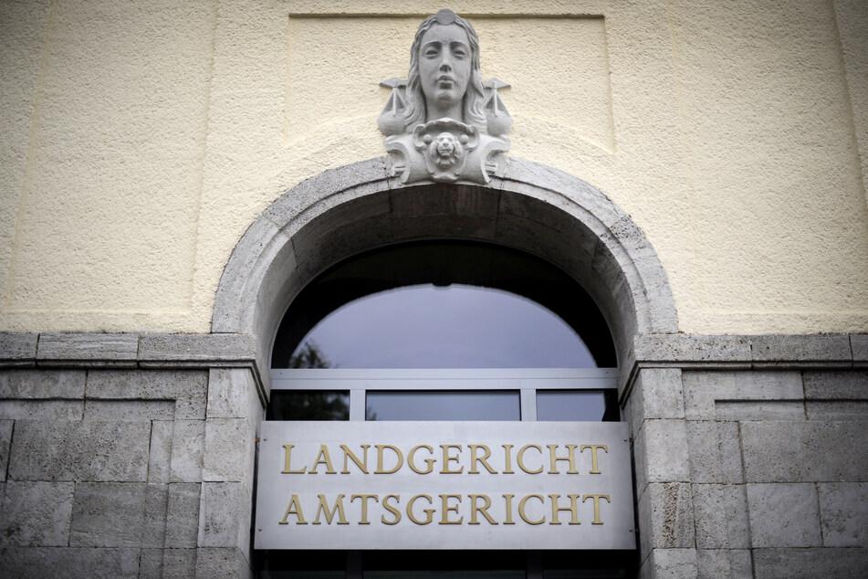 Der Eingang des Landgerichts in Hagen.