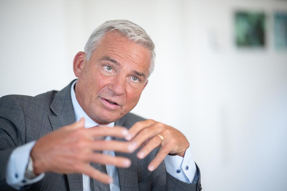 Thomas Strobl (CDU), Minister für Inneres, Digitalisierung und Migration von Baden-Württemberg, spricht während eines Interviews.