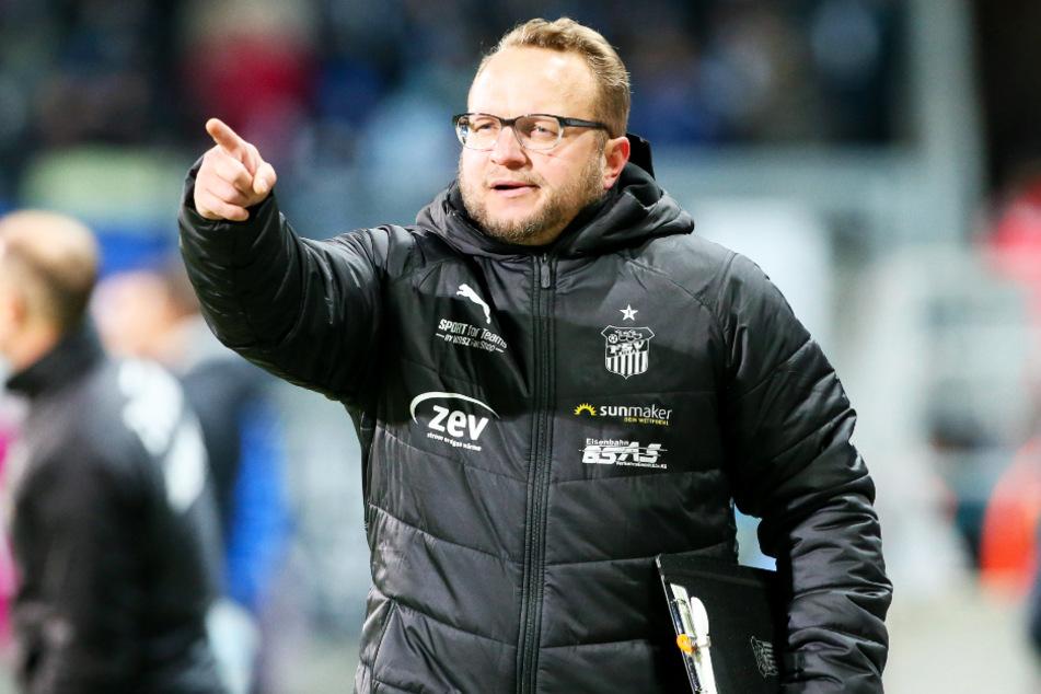 VfB-Coach Danny König (45), ehemals Co-Trainer beim FSV Zwickau, muss seine junge Mannschaft schnell entwickeln, wenn er mit ihr in der Regionalliga mithalten will.