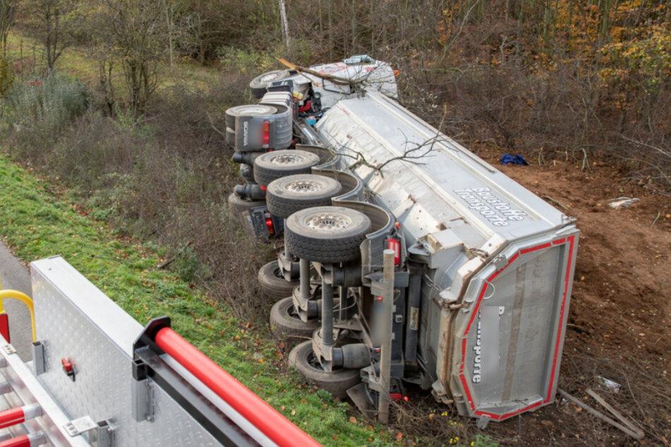 Unfall A1: Schwerer Unfall auf der A1: Lkw-Fahrer eingeklemmt und schwer verletzt