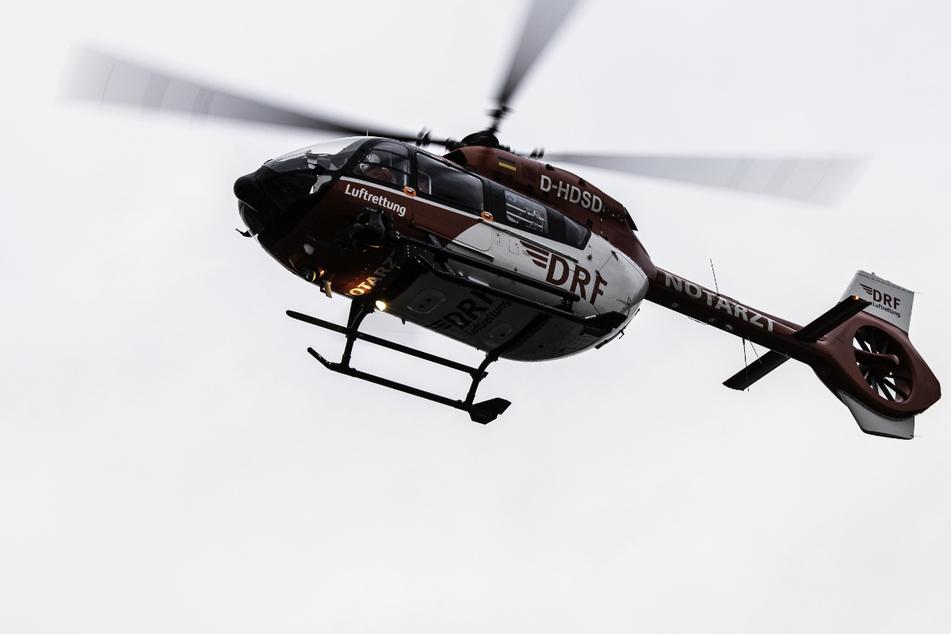 Der schwer verletzte Radfahrer wurde mit einem Rettungshubschrauber in eine Klinik geflogen. (Symbolbild)