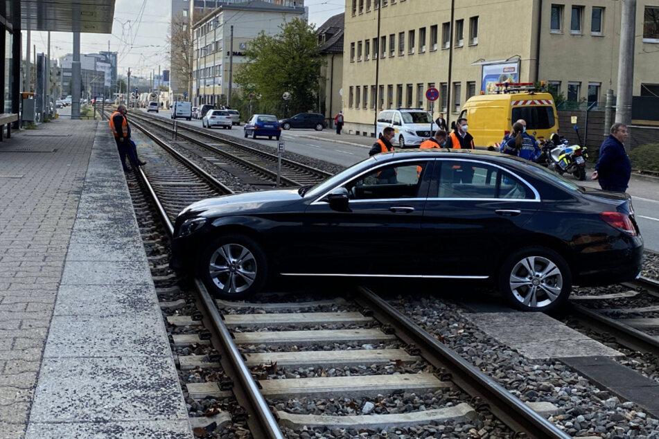 Nanu! Wie ist der Mercedes da hingekommen?