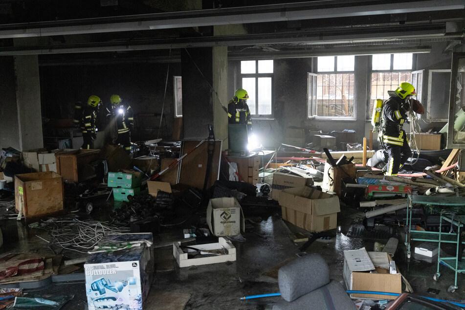 Offenbar wurde in diesem Raum im Erdgeschoss der ehemaligen Fabrik das Feuer gelegt. Die Feuerwehr konnte den Brandherd schnell löschen.