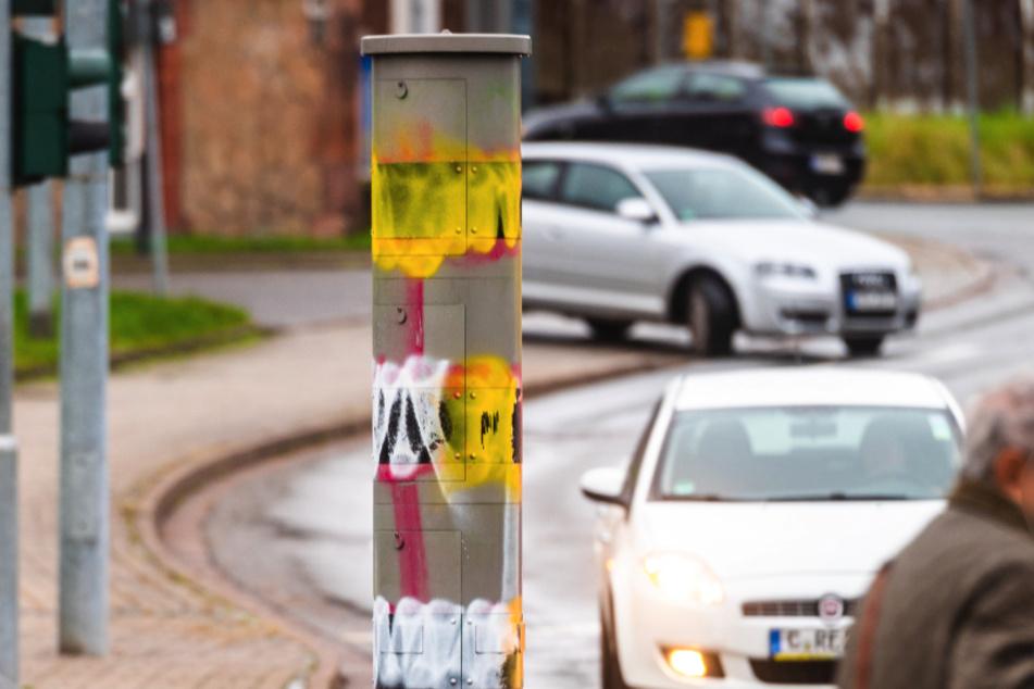 Farb-Attacke: Wieder Blitzer in Chemnitz beschmiert