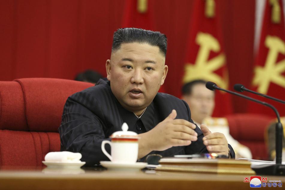 Schwere Fehler im Kampf gegen das Coronavirus haben Nordkorea nach den Worten von Machthaber Kim Jong Un (37) in eine Krise gestürzt.