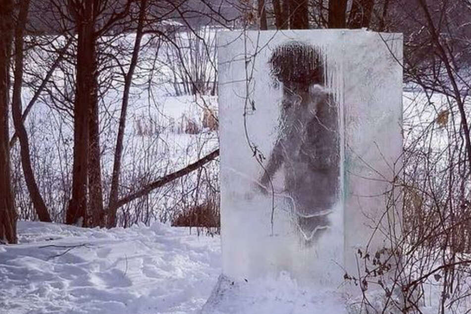 """Caveman"" trapped in block of ice stuns park visitors"