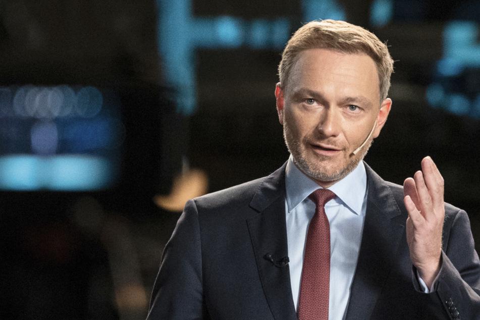 Christian Lindner, Bundesvorsitzender der FDP, spricht während der Dreikönigskundgebung der FDP im Opernhaus. Er würde seiner Partei gerne helfen.