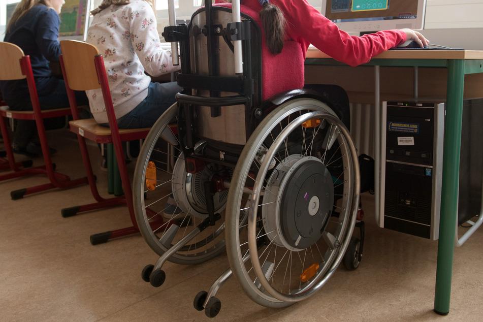 Durch die Corona-Krise werden nach einer Lehrer-Umfrage des Verbands Bildung und Erziehung (VBE) vor allem Schüler mit Behinderung benachteiligt.