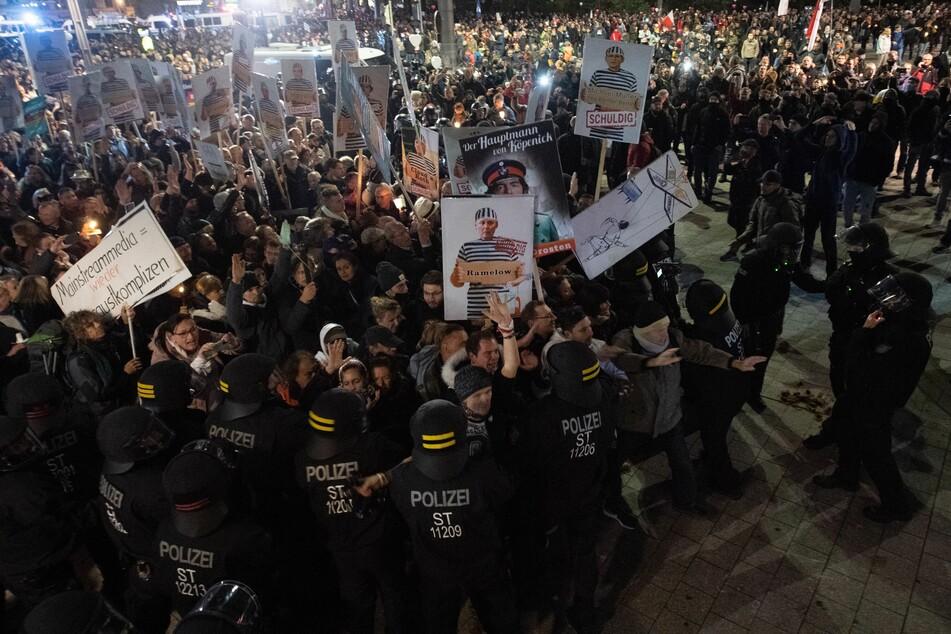 """Hier protestieren im November 2020 Tausende """"Querdenker"""" in Leipzig. Am kommenden Samstag sollen dort erneut mehrere Demonstrationen stattfinden."""