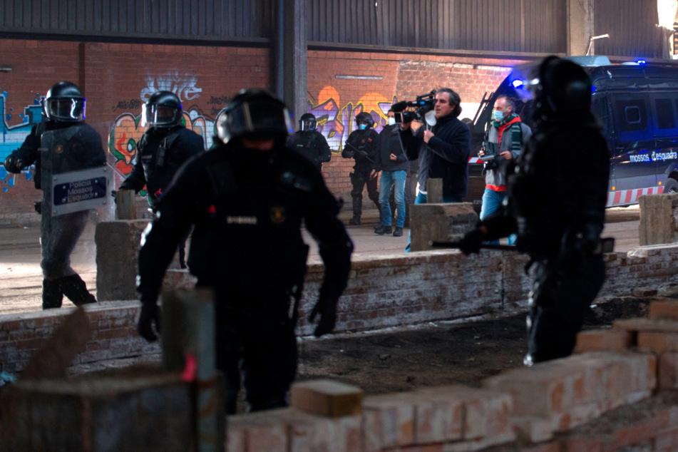 Mega-Rave-Party: Hunderte Menschen lassen es tagelang ohne Masken krachen