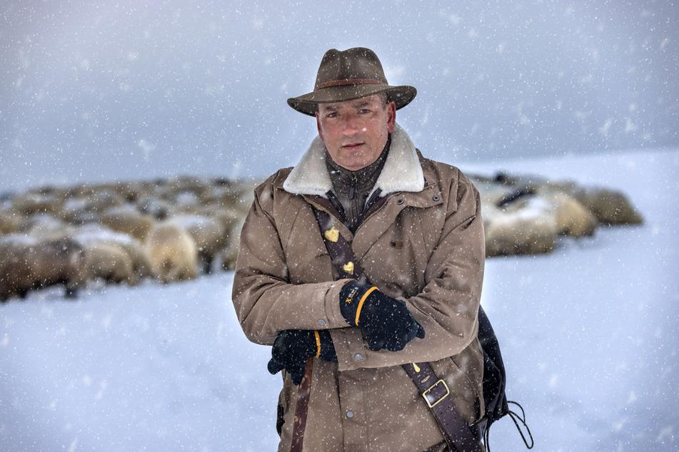 Wanderschäfer Jan Raupach (52) ist kein Winter zu kalt! Er trotzt den frostigen Temperaturen.