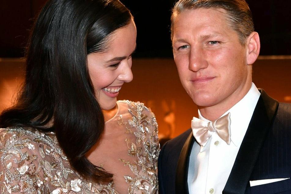 Bastian Schweinsteiger erhält Zuspruch von seiner Frau Ana Ivanovic.