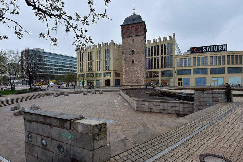 Tristesse pur: Der Brunnen am Roten Turm ist desolat. Im Sommer bleibt das  Wasserspiel daher trocken. Reparatur im Herbst.