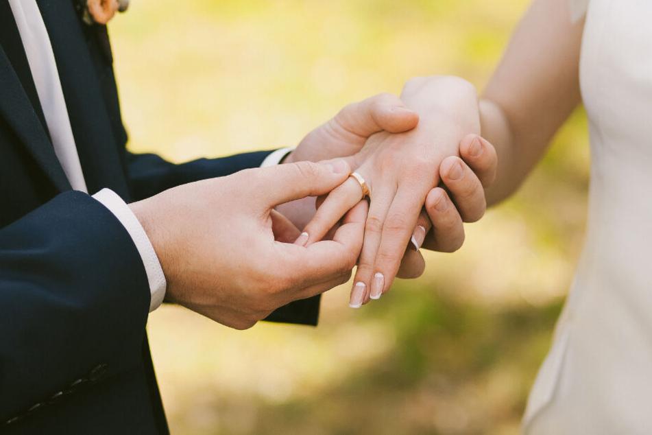 Der Ehering war vor über fünf Jahren gestohlen worden. (Symbolbild)