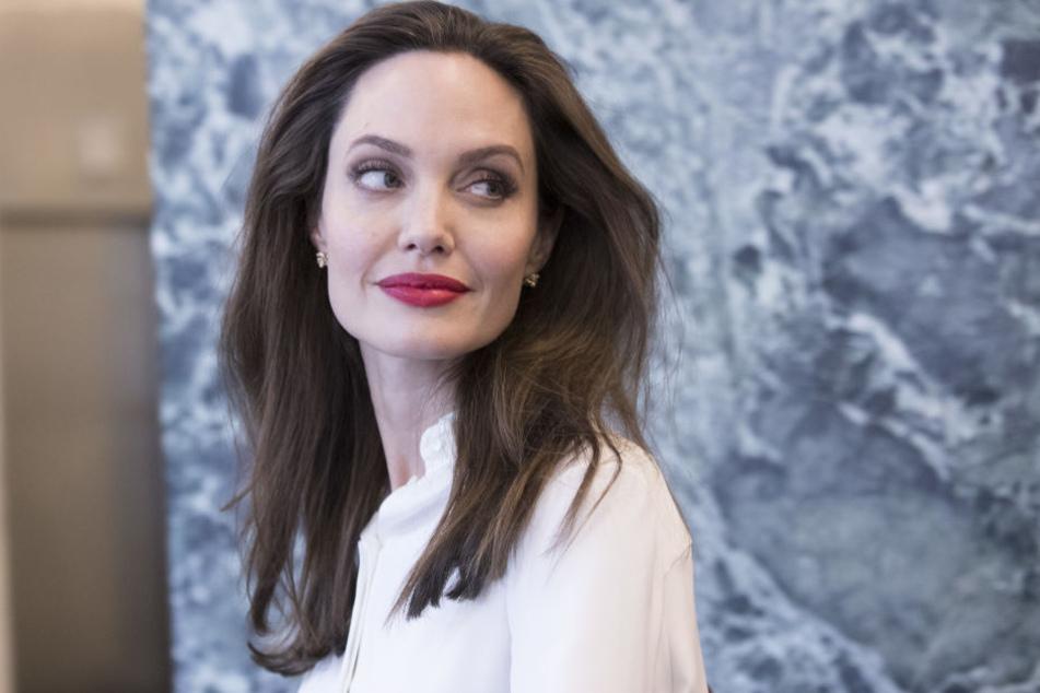 Angelina Jolie scheint im Kampf um das Sorgerecht jedes Mittel recht.