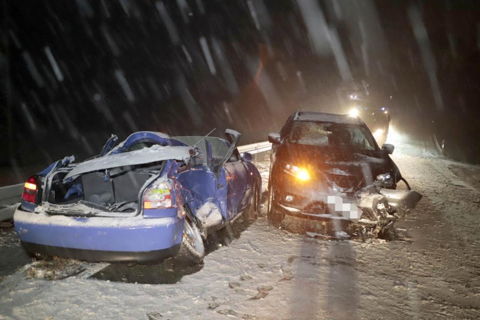 Bei Seifersbach ist am Dienstagabend bei einem schweren Crash eine Frau schwer verletzt worden.