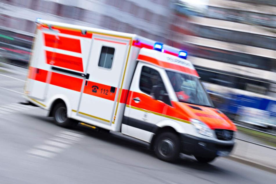 Der Rettungswagen brachte den Jungen in ein Krankenhaus.