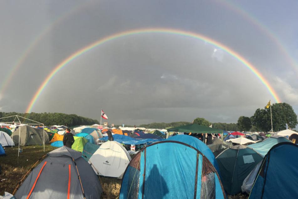 """Immerhin: Nach dem ersten """"Hurricane""""-Regen in diesem Jahr folgt ein doppelter Regenbogen."""