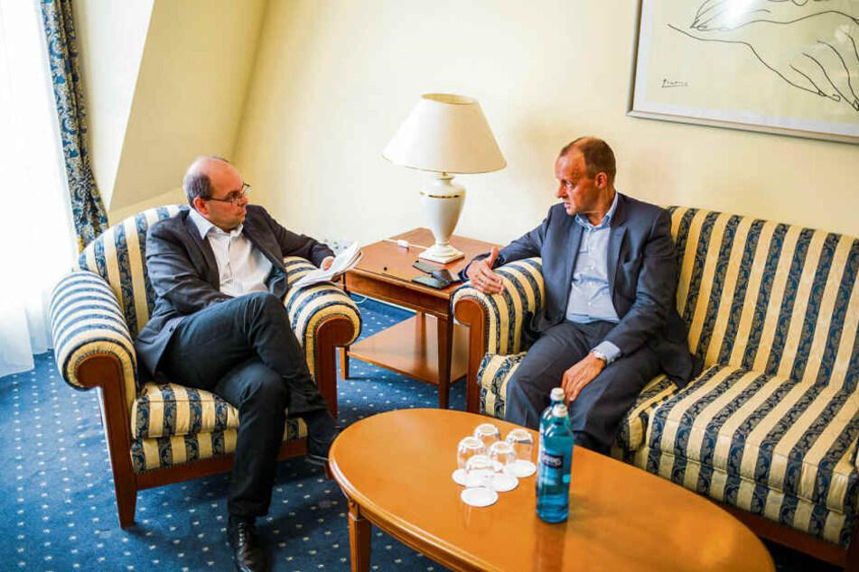 CDU-Wirtschaftsratsvize Merz im Gespräch mit Politikredakteur Thomas Schmitt in Leipzig.