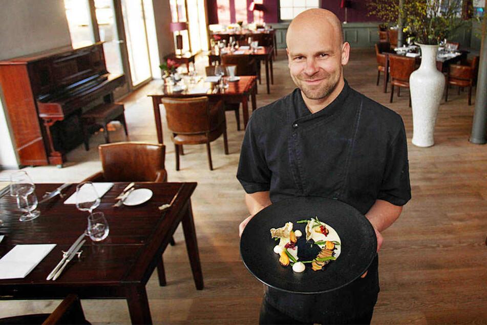 """Stephan Mießner (34) nennt seinen Vorspeisen-Teller mit Meeresfrüchten """"Strandspaziergang""""."""