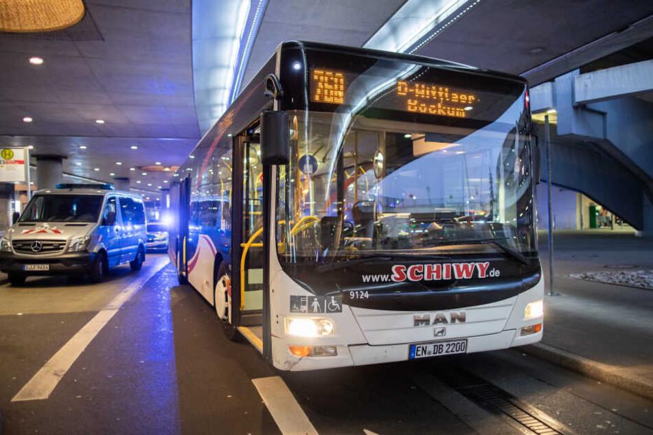 In diesem Linienbus am Flughafen Düsseldorf ereignete sich die Messerattacke.