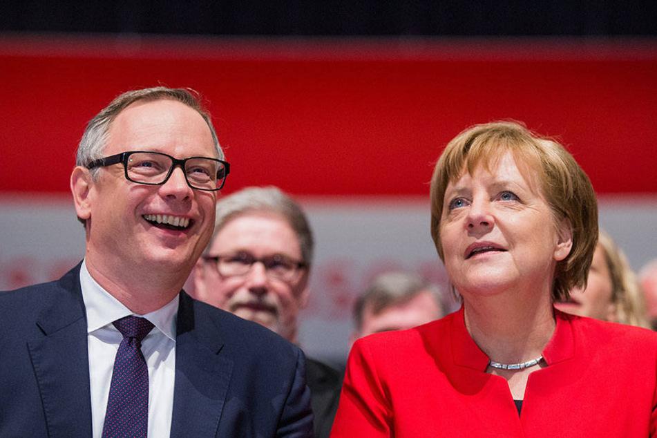 Netter Plausch, man kennt sich ja: Bundeskanzlerin Angela Merkel (CDU) und Georg Fahrenschon.
